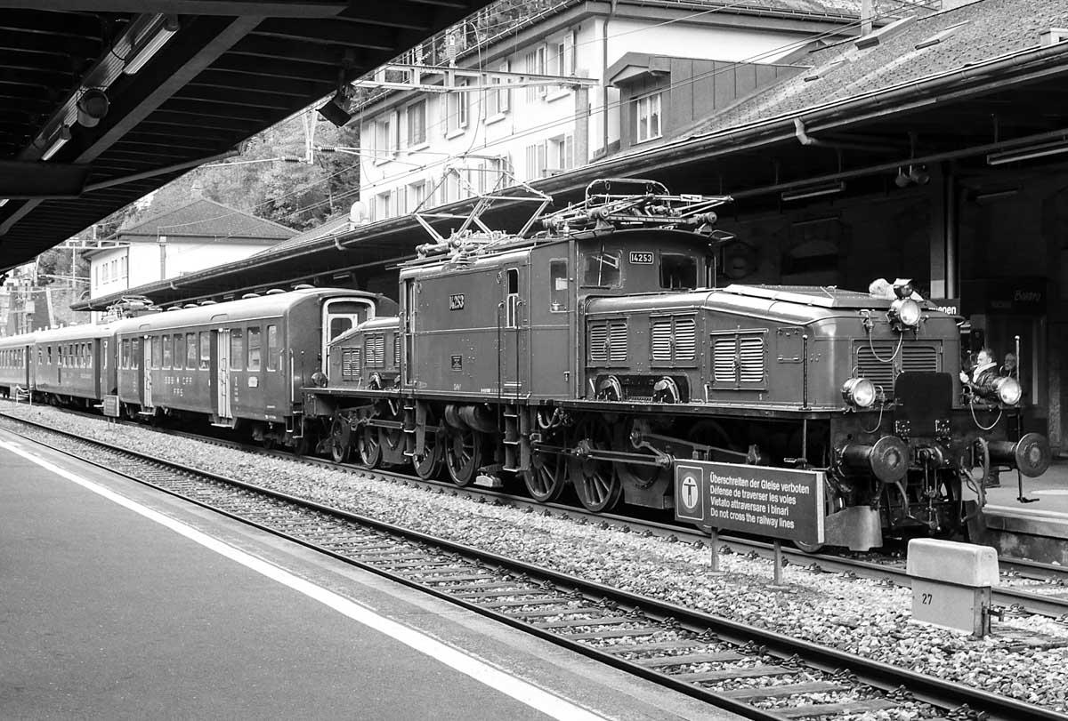 Krokodil-Lokomotive im Bahnhof Göschenen